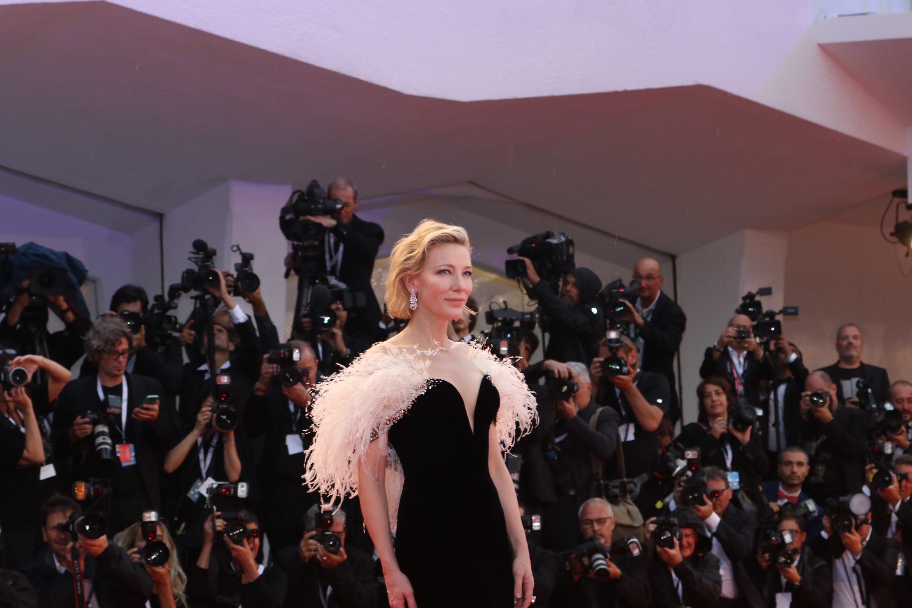 Venezia 2018: Cate Blanchett sul red carpet di A Star is Born
