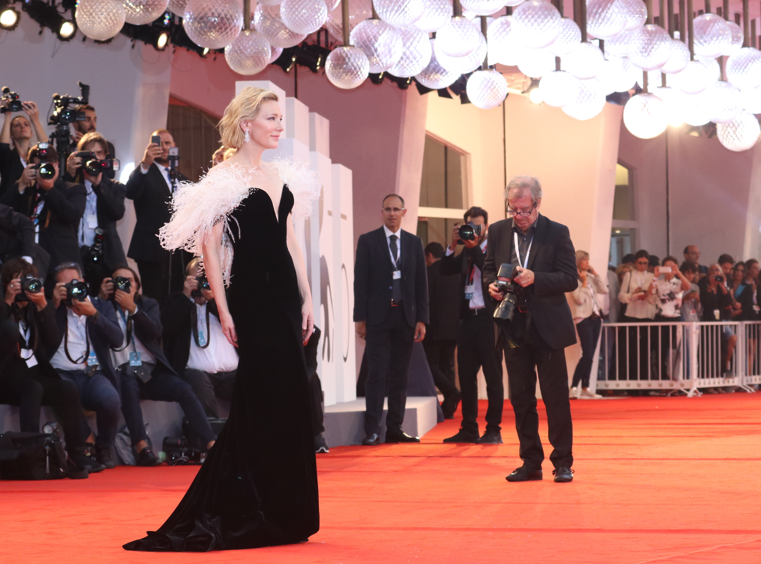 Venezia 2018: l'attrice Cate Blanchett sul red carpet di A Star is Born