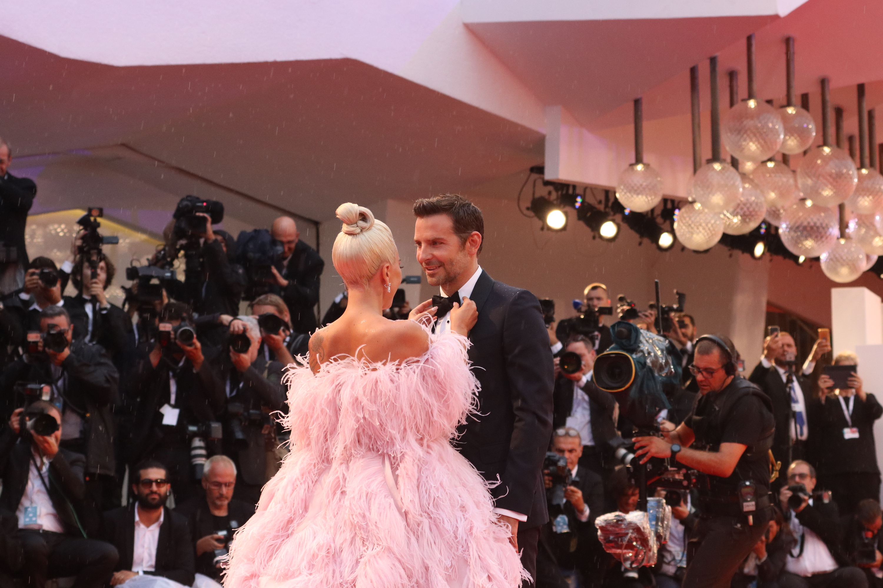 Venezia 2018: Bradley Cooper, Lady Gaga sul red carpet di A Star is Born