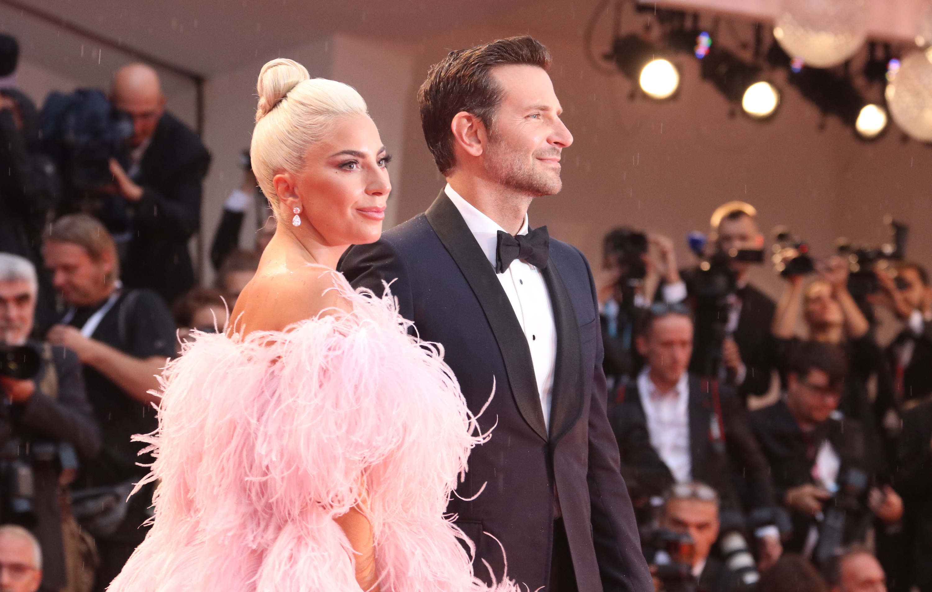 Venezia 2018: Lady Gaga e Bradley Cooper sul red carpet di A Star is Born