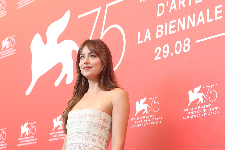 Venezia 2018: l'attrice Dakota Johnson al photocall di Suspiria