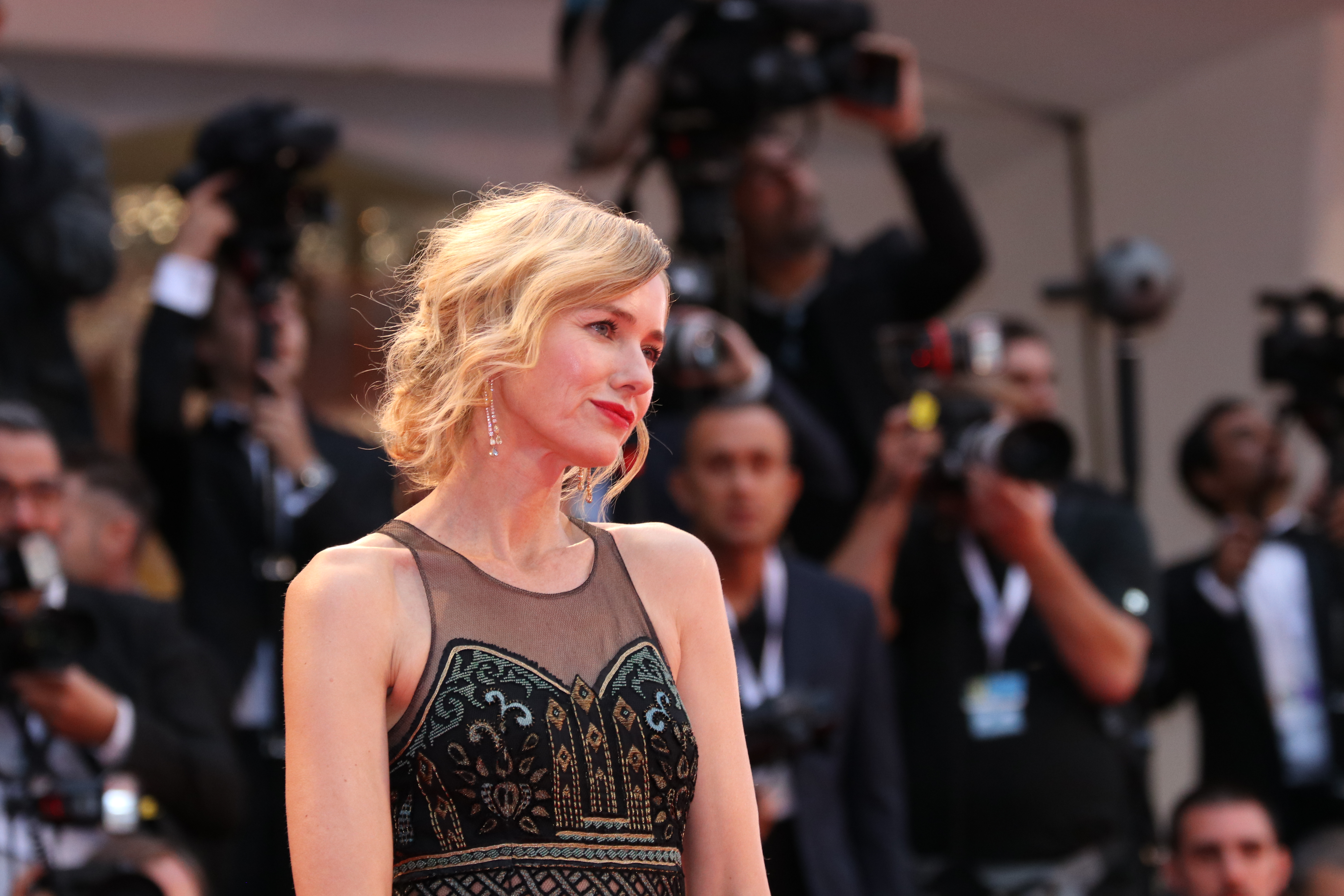 Venezia 2018: Naomi Watts sul red carpet di Suspiria