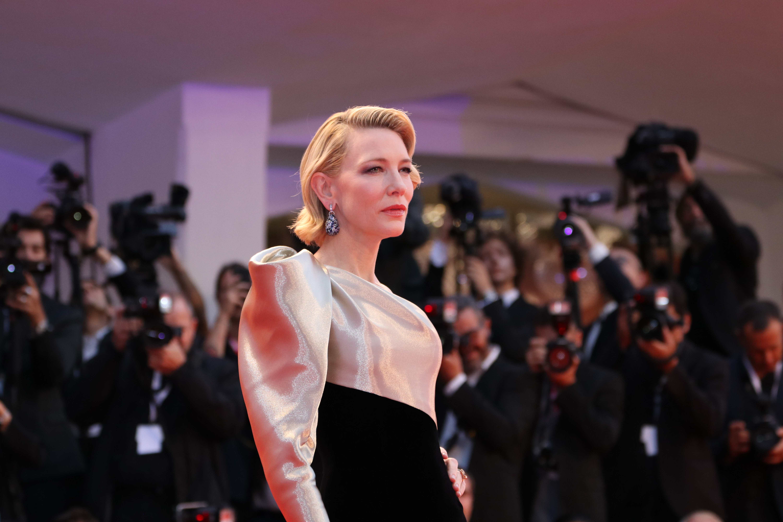 Venezia 2018: Cate Blanchett sul red carpet di Suspiria