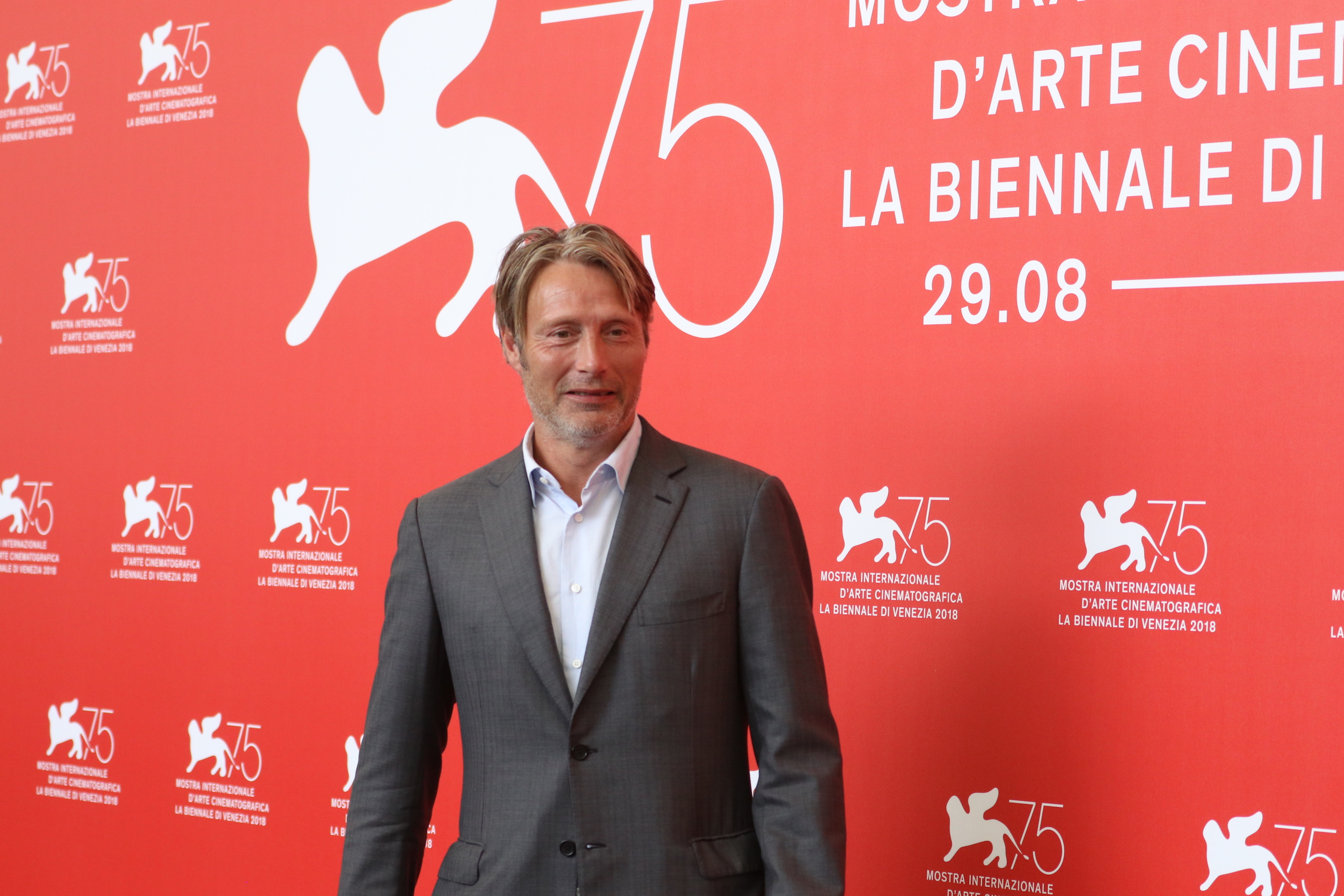 Venezia 2018: uno scatto di Mads Mikkelsen al photocall di At Eternity's Gate
