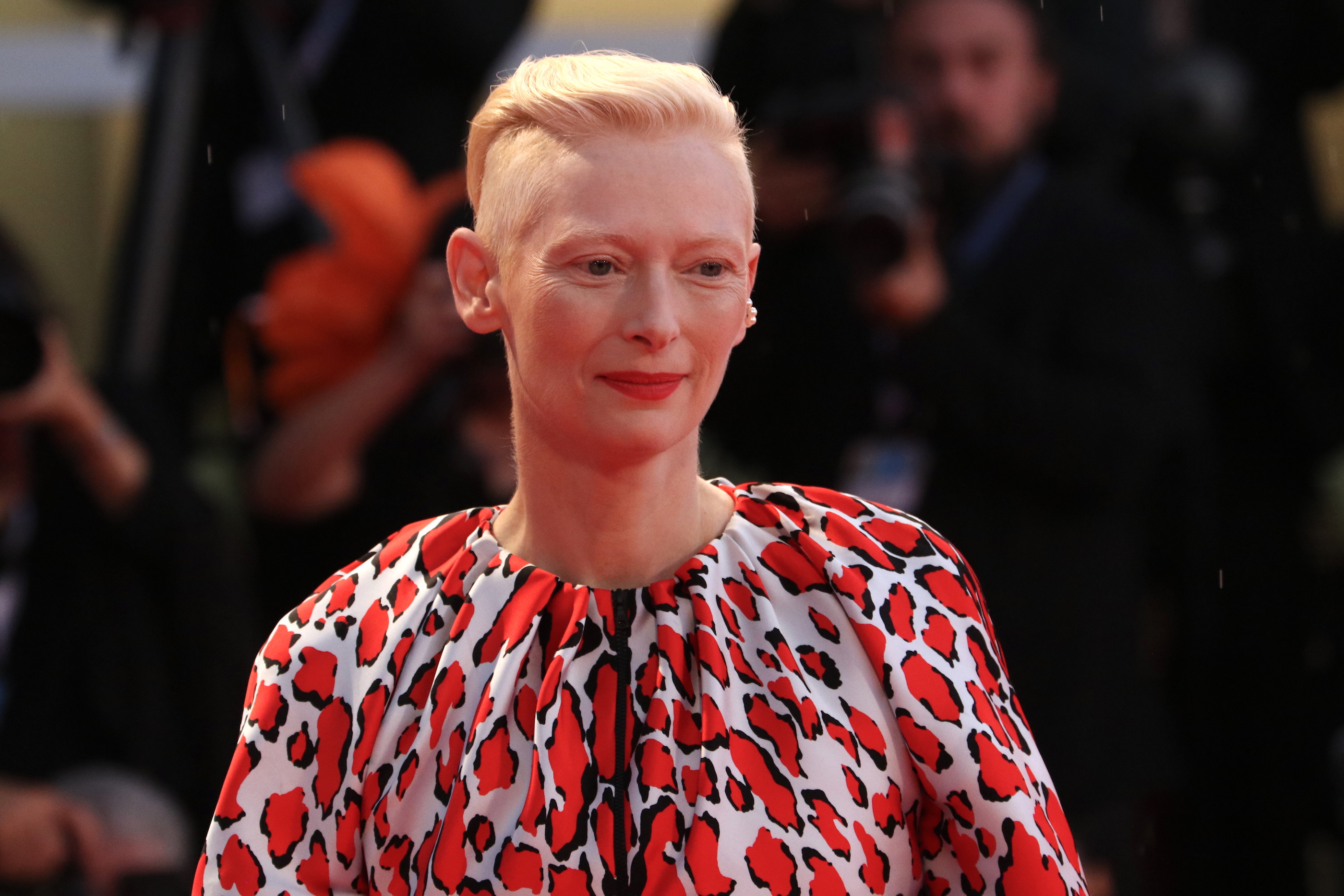 Venezia 2018: l'attrice Tilda Swinton sul red catpet di At Eternity's Gate
