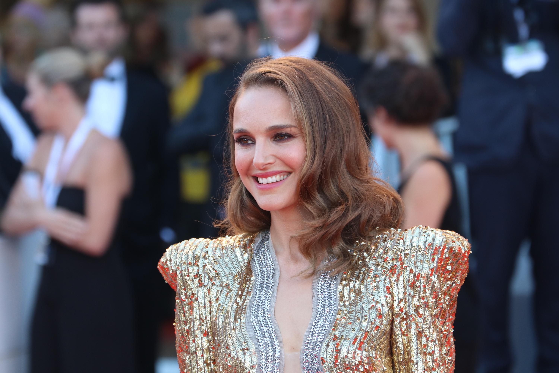 Venezia 2018: uno scatto di Natalie Portman sul red carpet di Vox Lux