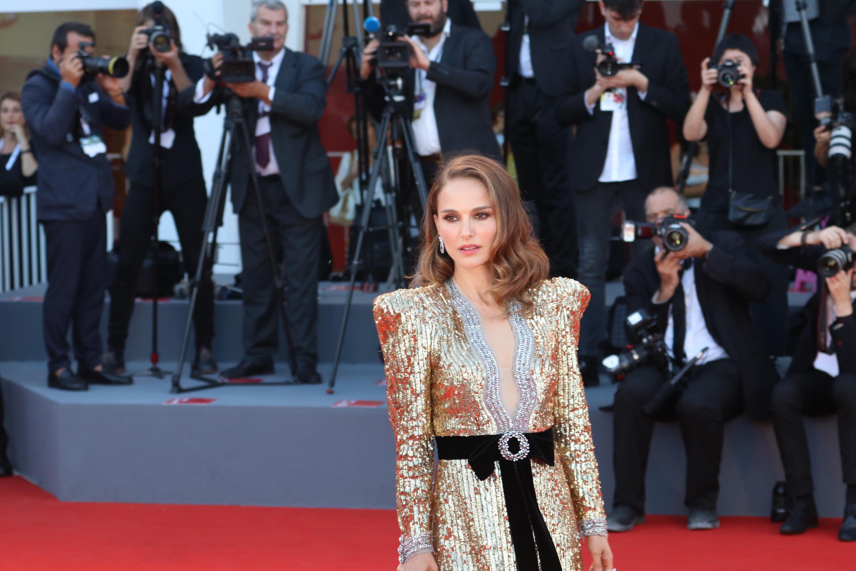 Venezia 2018: Natalie Portman sul red carpet di Vox Lux