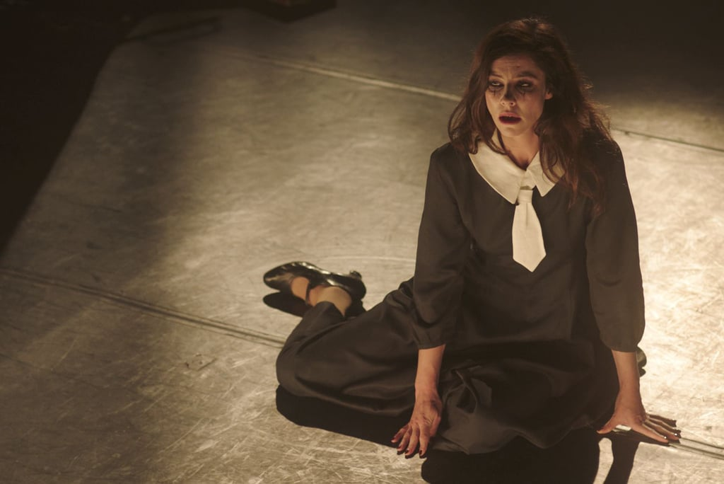 The Most Assassinated Woman in the World: Anna Mouglalis in una scena