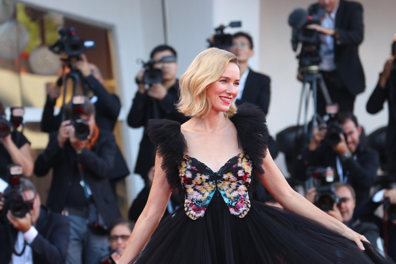 Venezia 2018: Naomi Watts sul red carpet di chiusura