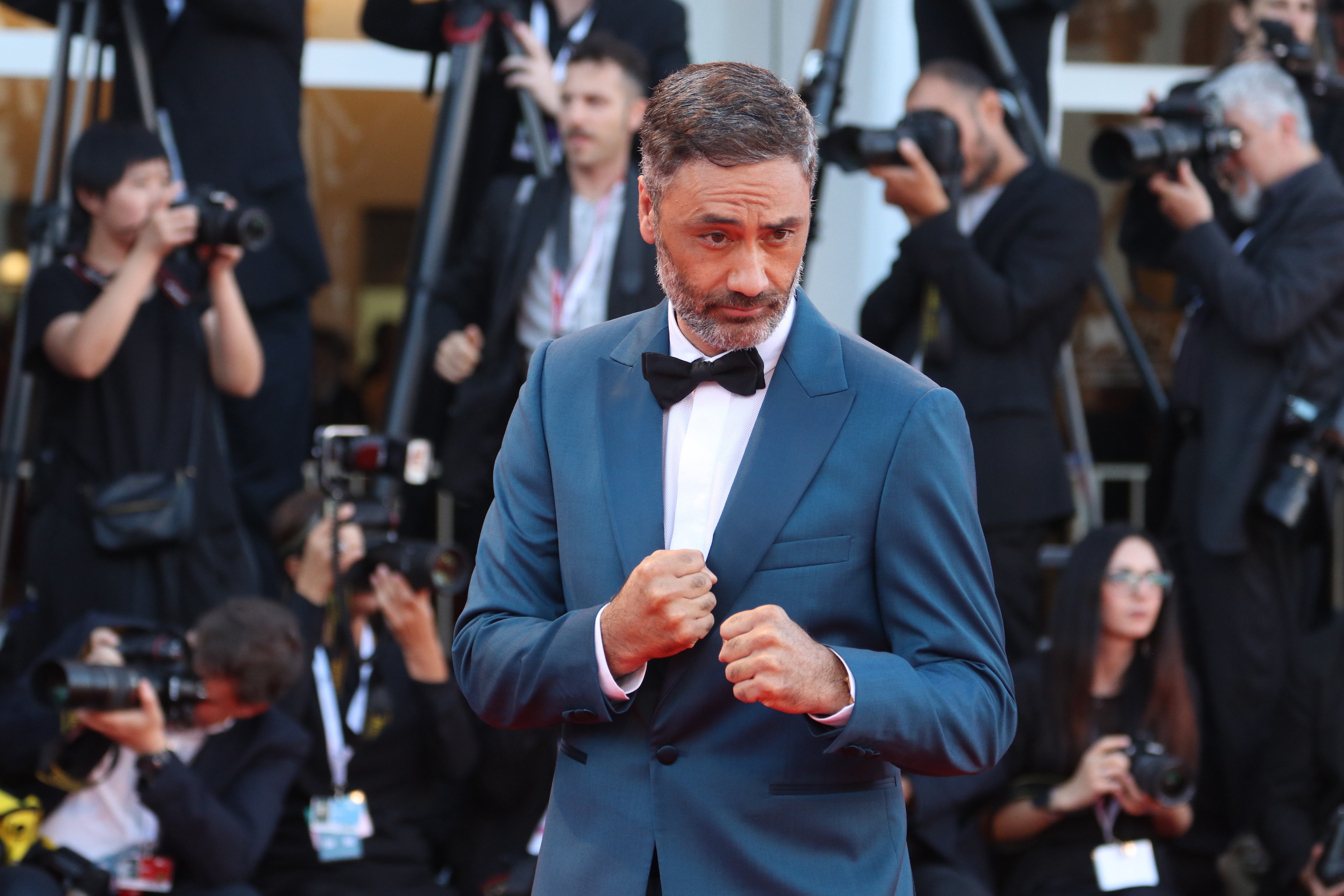 Venezia 2018: Taika Waititi sul red carpet di chiusura