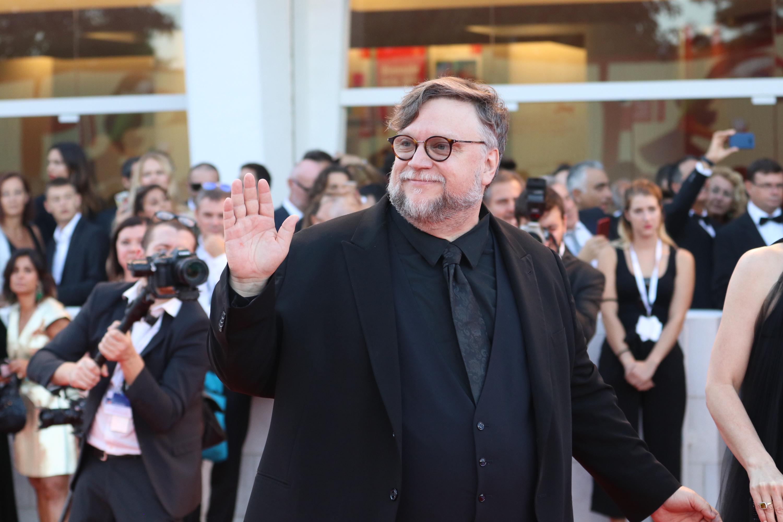 Venezia 2018: un sorridente Guillermo del Toro sul red carpet di chiusura