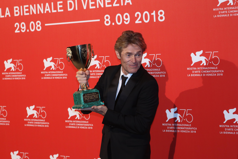 Venezia 2018: Willem Dafoe al photocall dei premiati