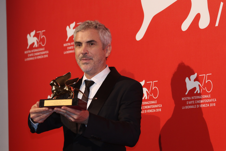 Venezia 2018: uno scatto di Alfonso Cuarón al photocall dei premiati