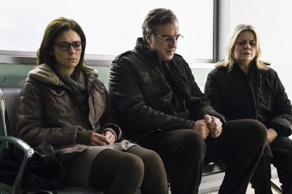 Sulla mia pelle: Jasmine Trinca, Max Tortora e Milvia Marigliano in una scena del film