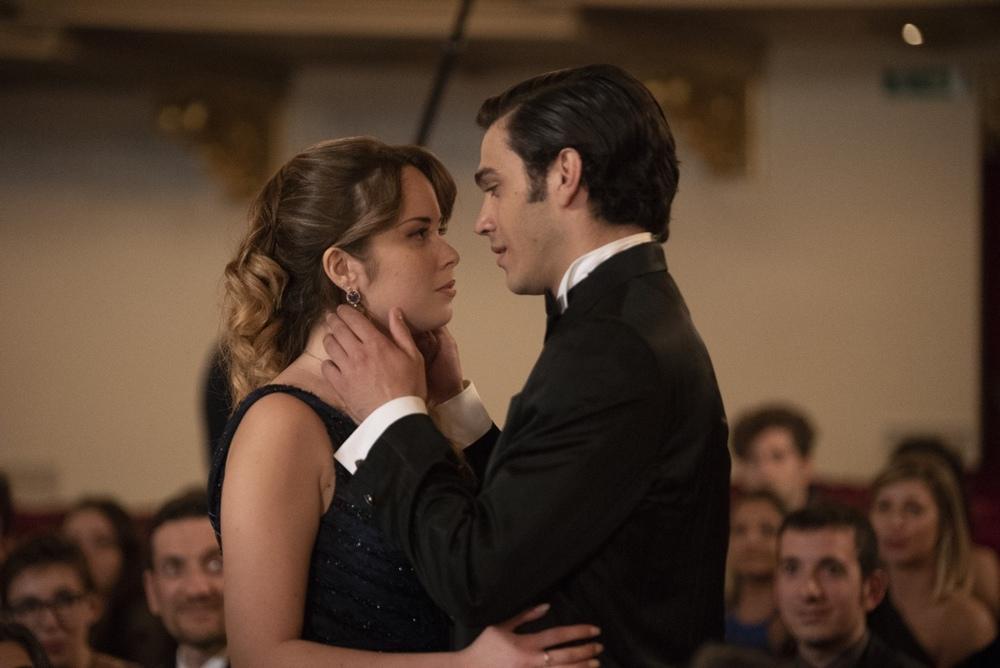 Un amore così grande: Francesca Loy e Giuseppe Maggio in un momento del film