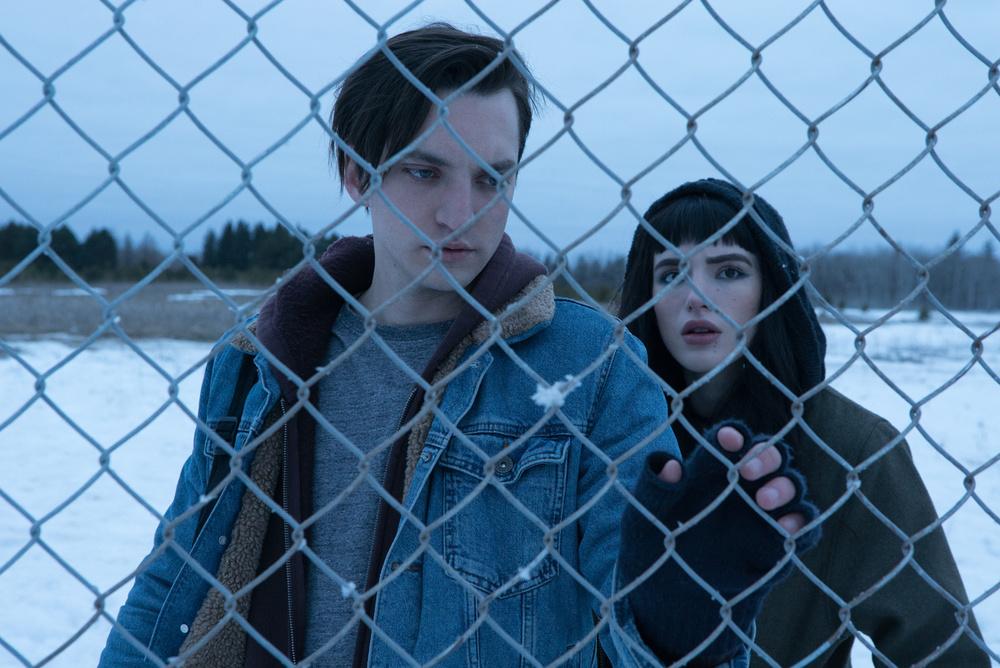 Sei ancora qui - I Still See You: Bella Thorne e Richard Harmon in un'immagine tratta dal film