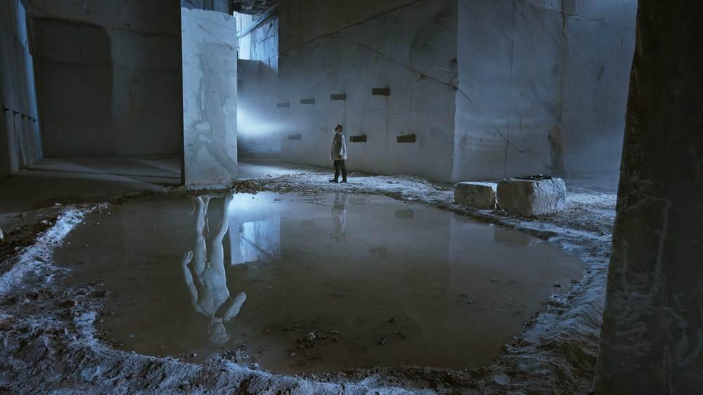 Michelangelo - Infinito: Enrico Lo Verso in una scena del film documentario