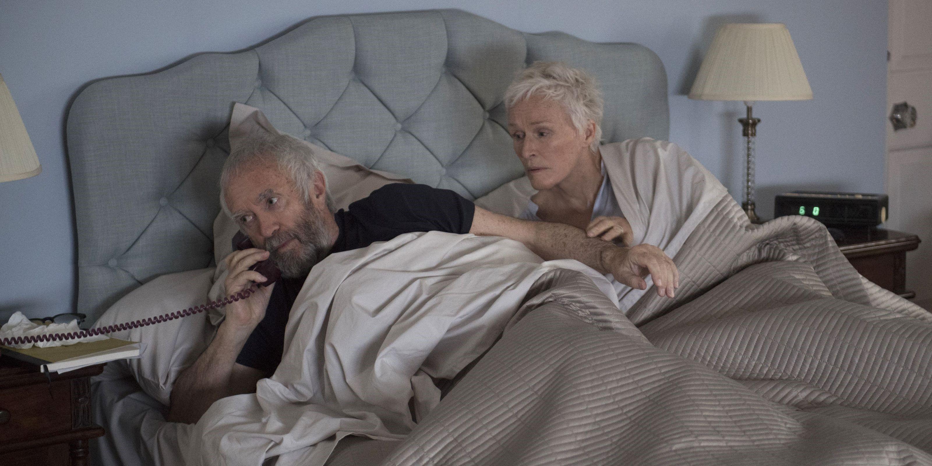 The Wife - Vivere nell'ombra: Glenn Close e Jonathan Pryce in un'immagine del film