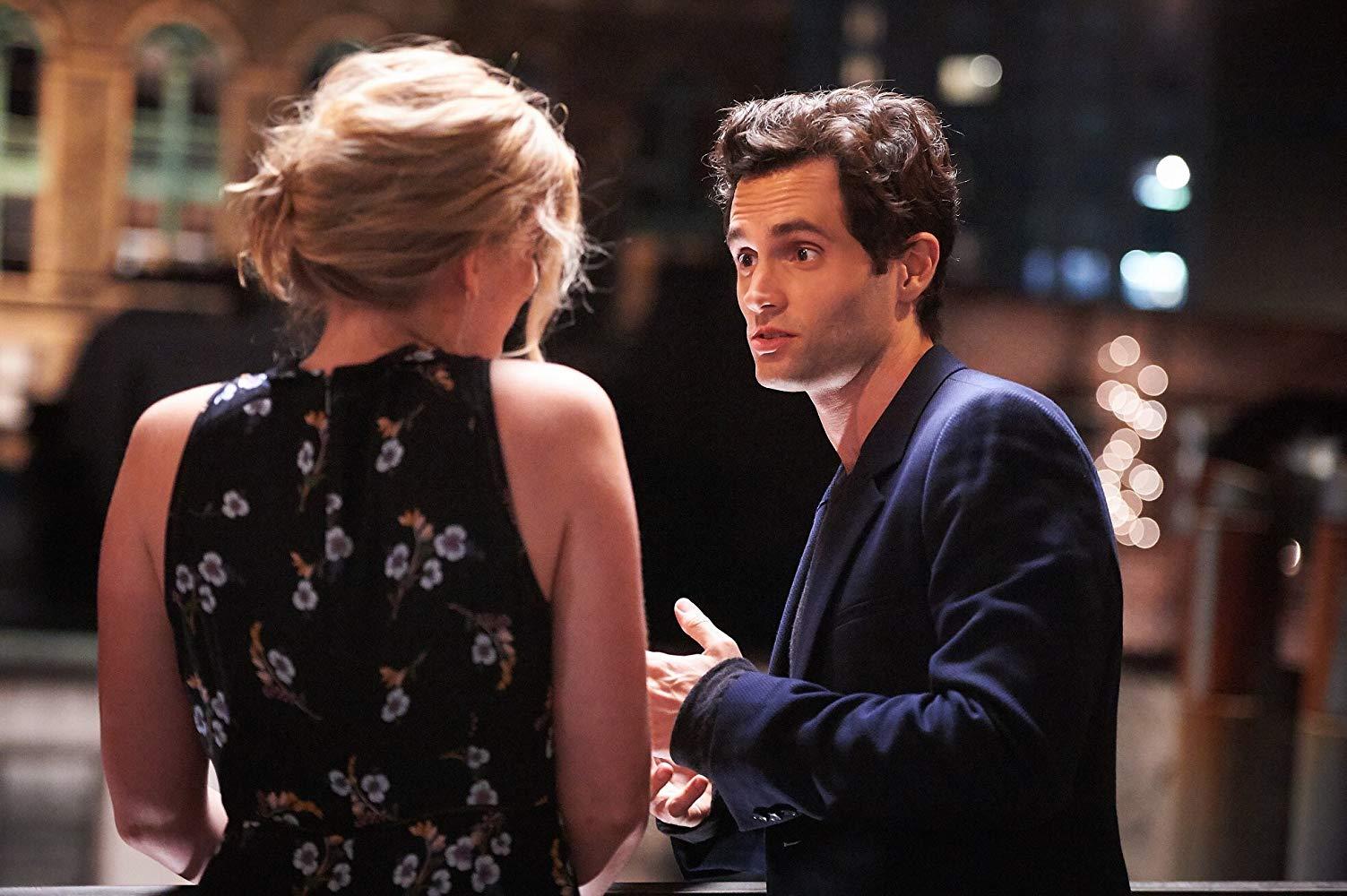 You: una scena con Elizabeth Lail e Penn Badgley