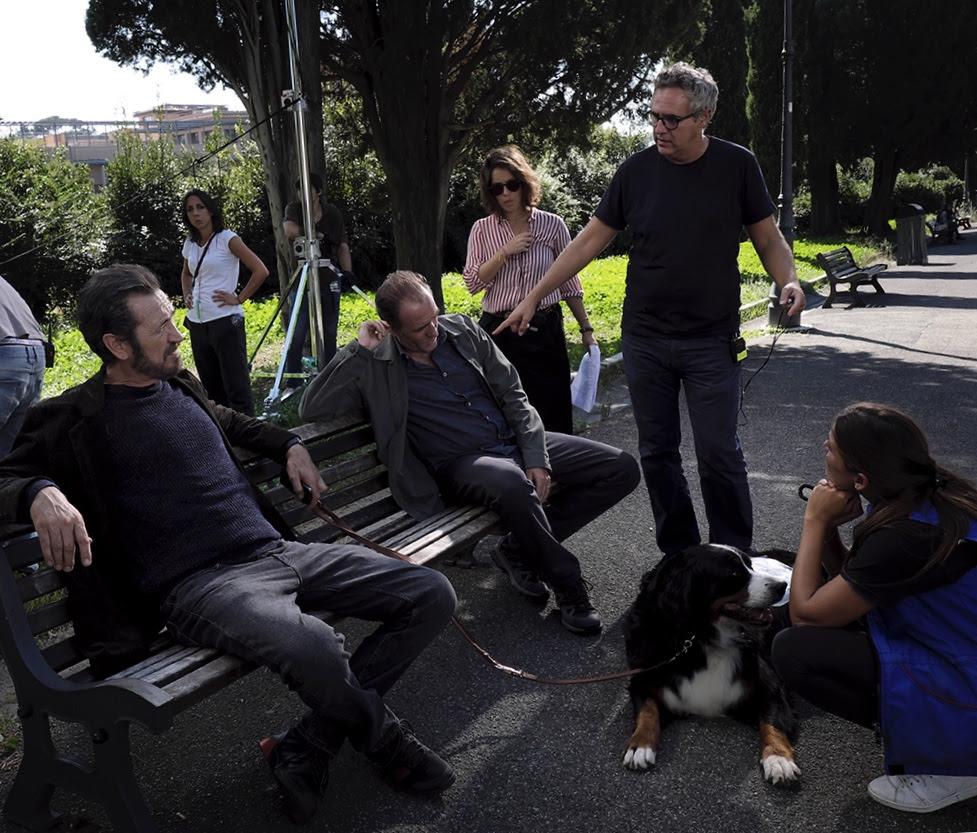 Domani è un altro giorno: Marco Giallini e Valerio Mastandrea sul set con il regista Simone Spada