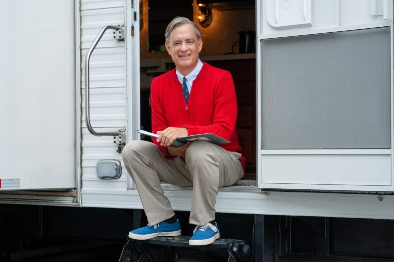 Mr. Rogers: Tom Hanks nella prima foto del film