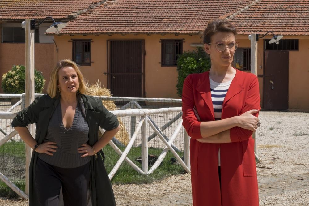 Non è vero ma ci credo: Elisa Di Eusanio e Giulia Di Quilio in una scena del film