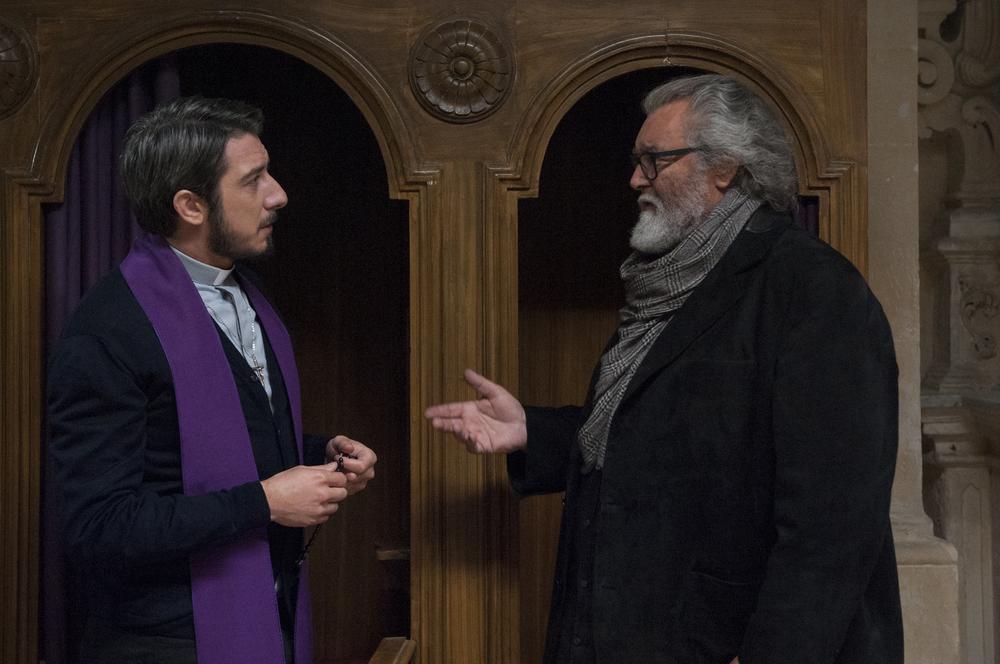 Un nemico che ti vuole bene: Diego Abatantuono e Paolo Ruffini in una scena del film