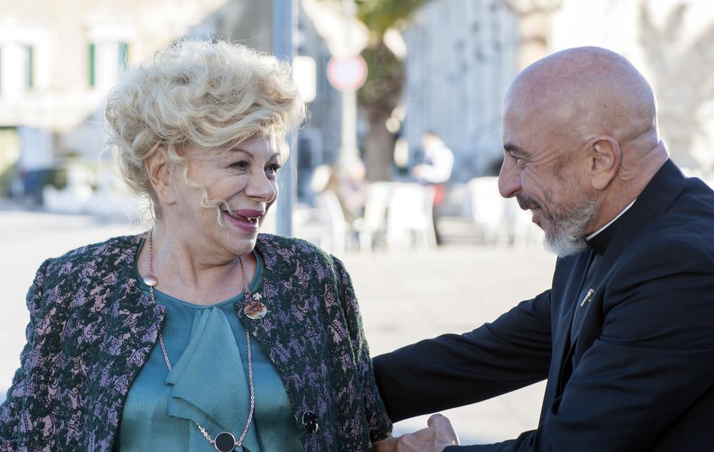 Un nemico che ti vuole bene: Sandra Milo e Roberto Ciufoli in un momento del film