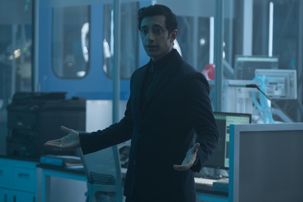 Venom: Riz Ahmed in una scena del film