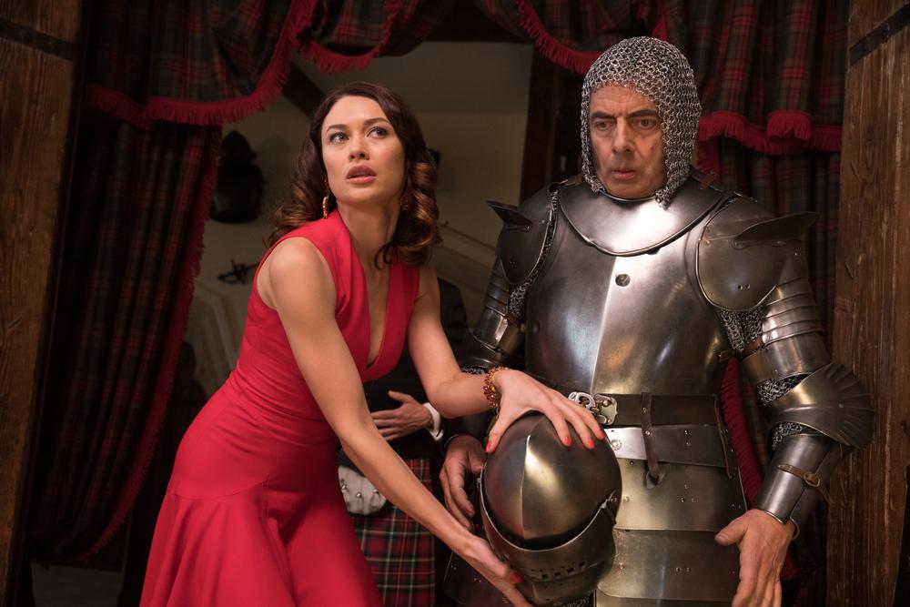 Johnny English colpisce ancora: Rowan Atkinson e Olga Kurylenko in un'immagine del film
