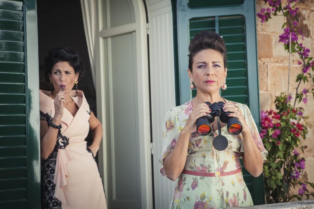 La fuitina sbagliata: Stefania Blandeburgo e Barbara Tabita in una scena del film