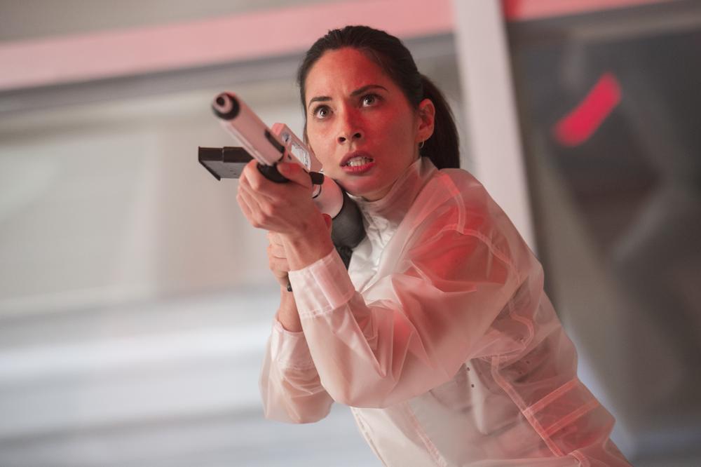 The Predator: Olivia Munn in una scena del film