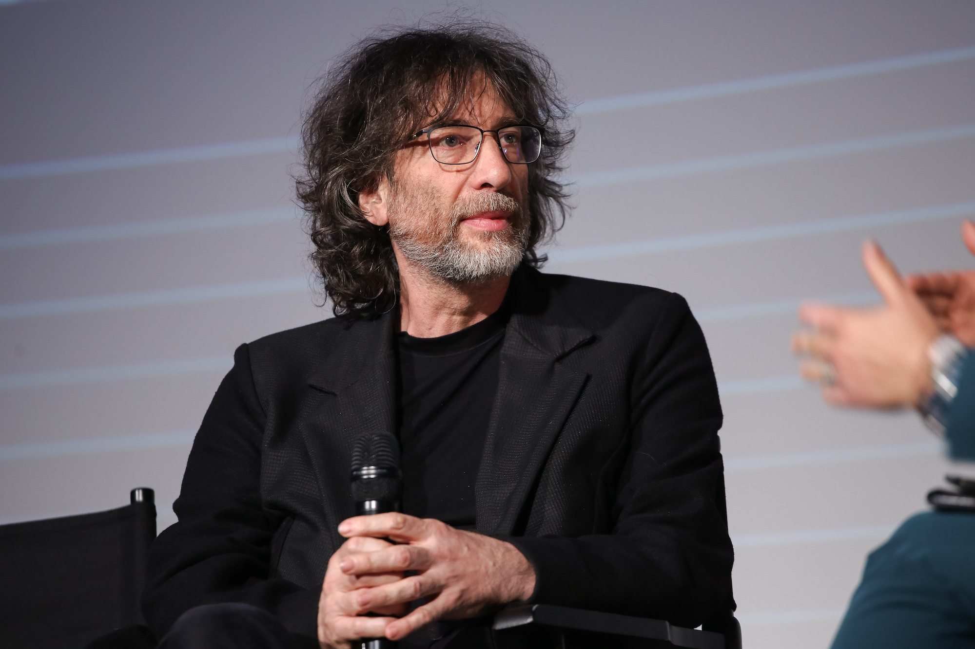 Good Omens: Neil Gaiman presenta la serie a Londra