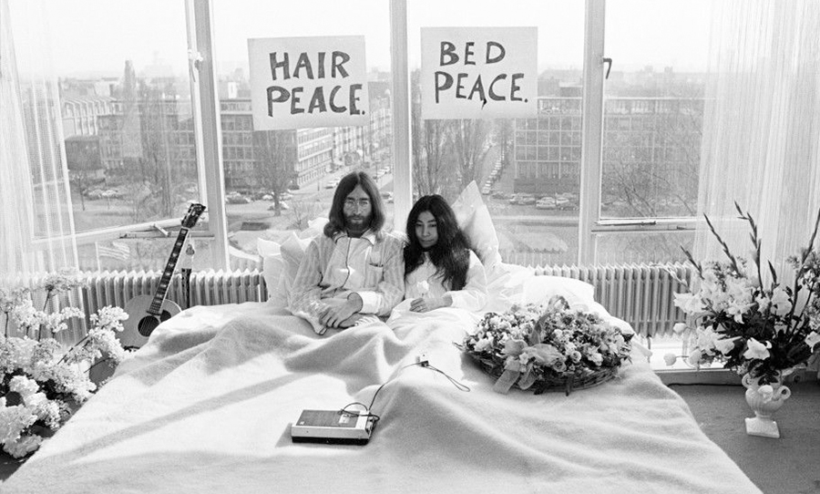 Imagine: John Lennon e Yoko Ono in una foto del film