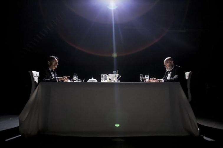 Il banchiere anarchico: Giulio Base e Paolo Fosso in una scena