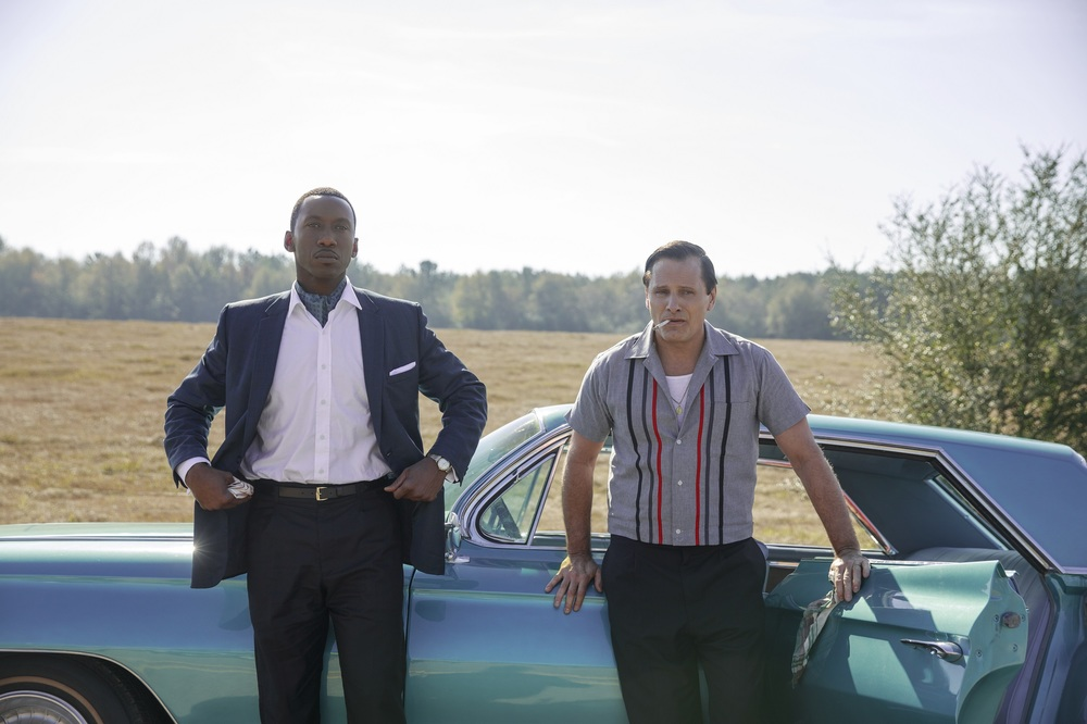 Green Book: Viggo Mortensen e Mahershala Ali in una scena del film