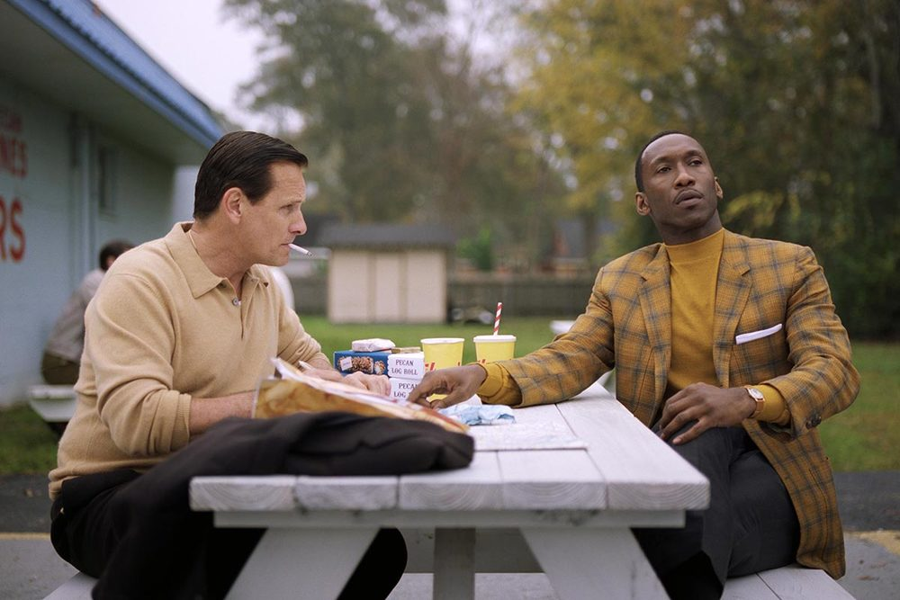 Green Book: Viggo Mortensen e Mahershala Ali in un'immagine tratta dal film
