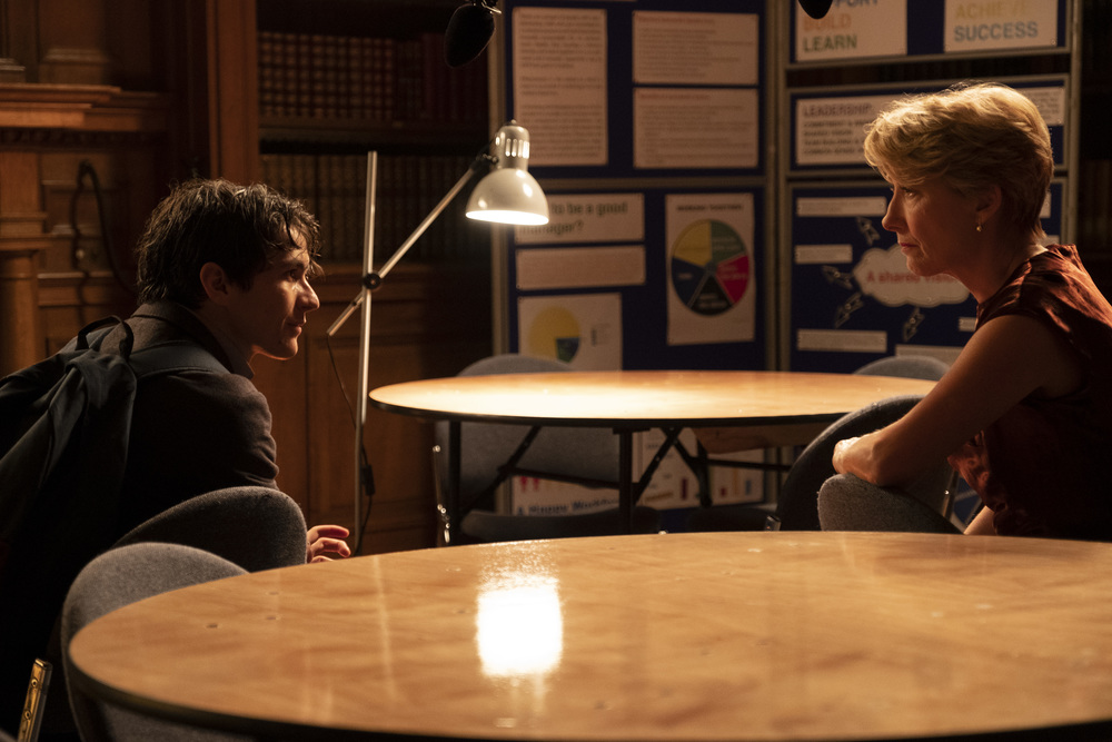 Il verdetto: Fionn Whitehead ed Emma Thompson in una scena del film