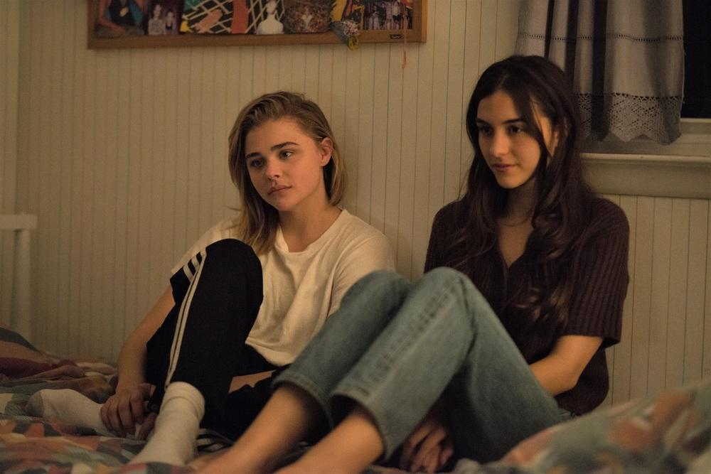 La diseducazione di Cameron Post: Chloe Grace Moretz e Quinn Shephard in una scena del film