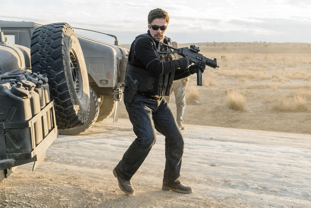 Soldado: Benicio Del Toro in un momento del film