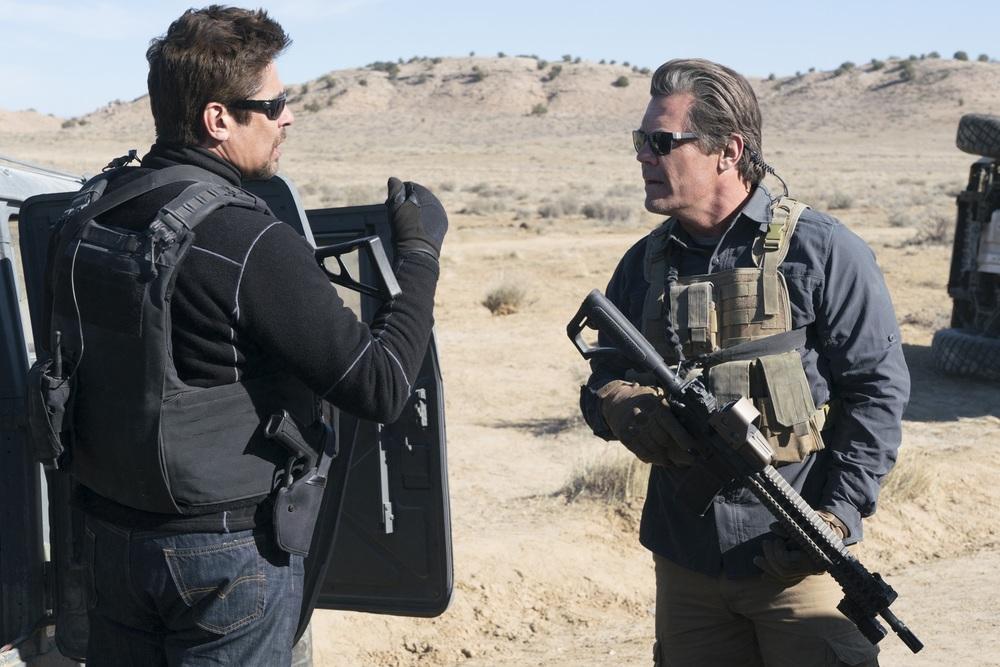 Soldado: Josh Brolin e Benicio Del Toro in un momento del film