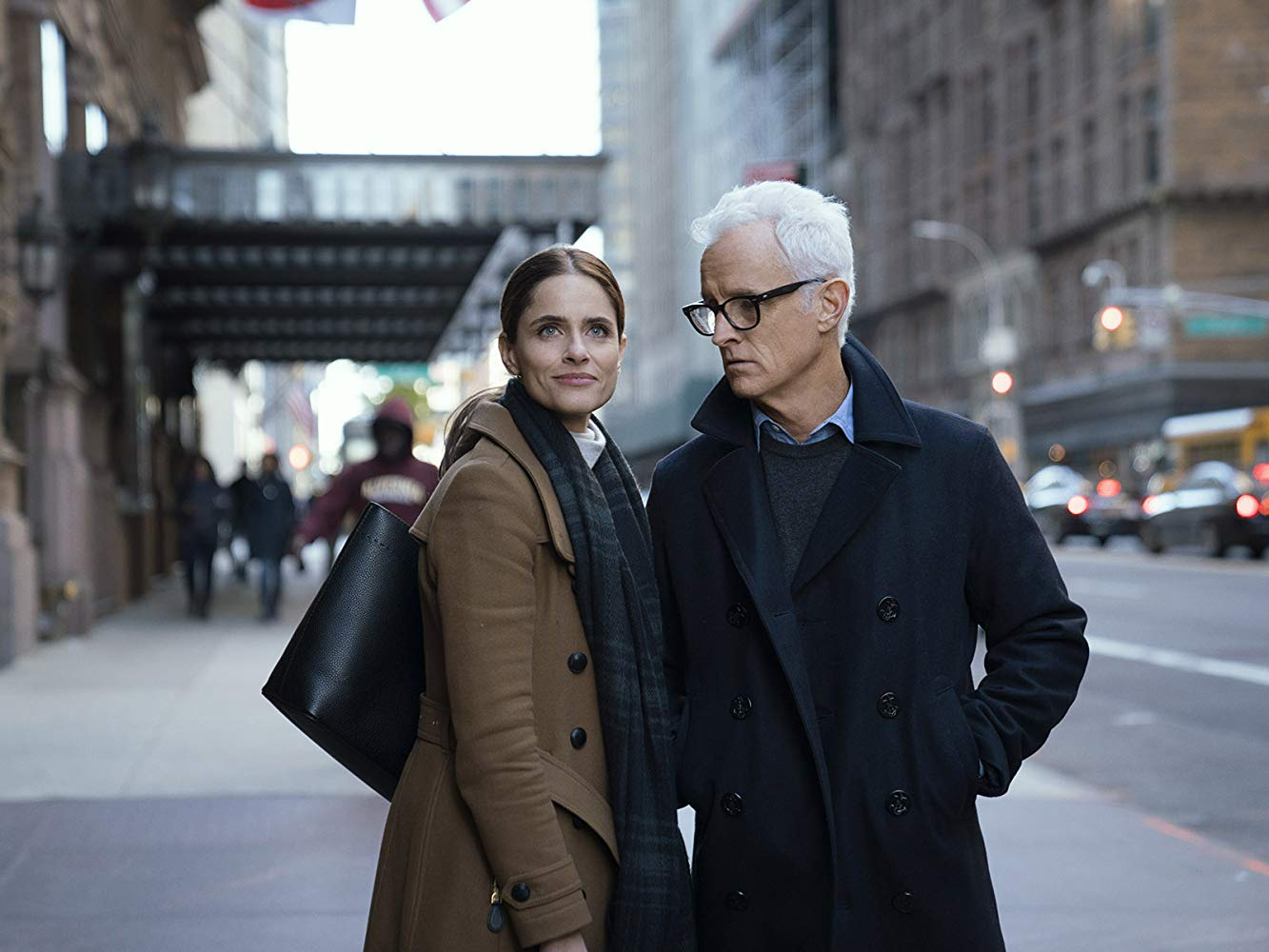 The Romanoffs: Amanda Peet, John Slattery nell'episodio Expectacion