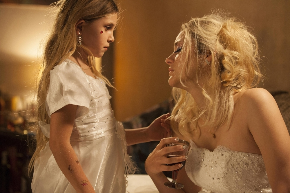 Angel Face: Marion Cotillard e Ayline Etaix in una scena del film