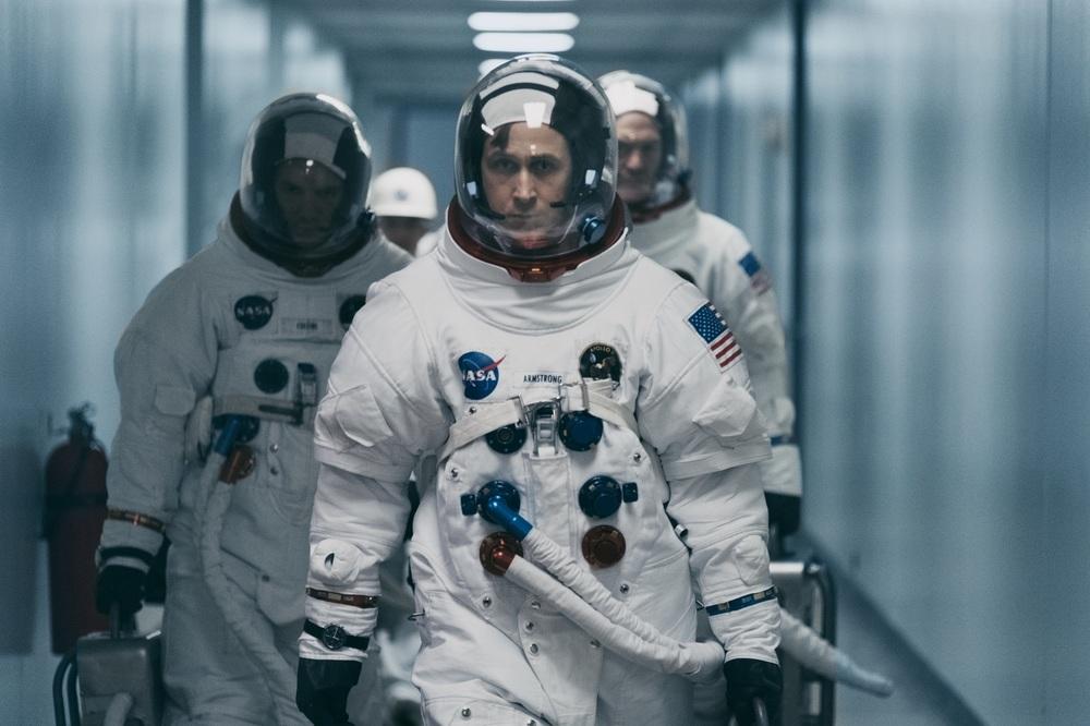 First Man - Il primo uomo: Ryan Gosling, Lukas Haas e Corey Stoll in una scena del film