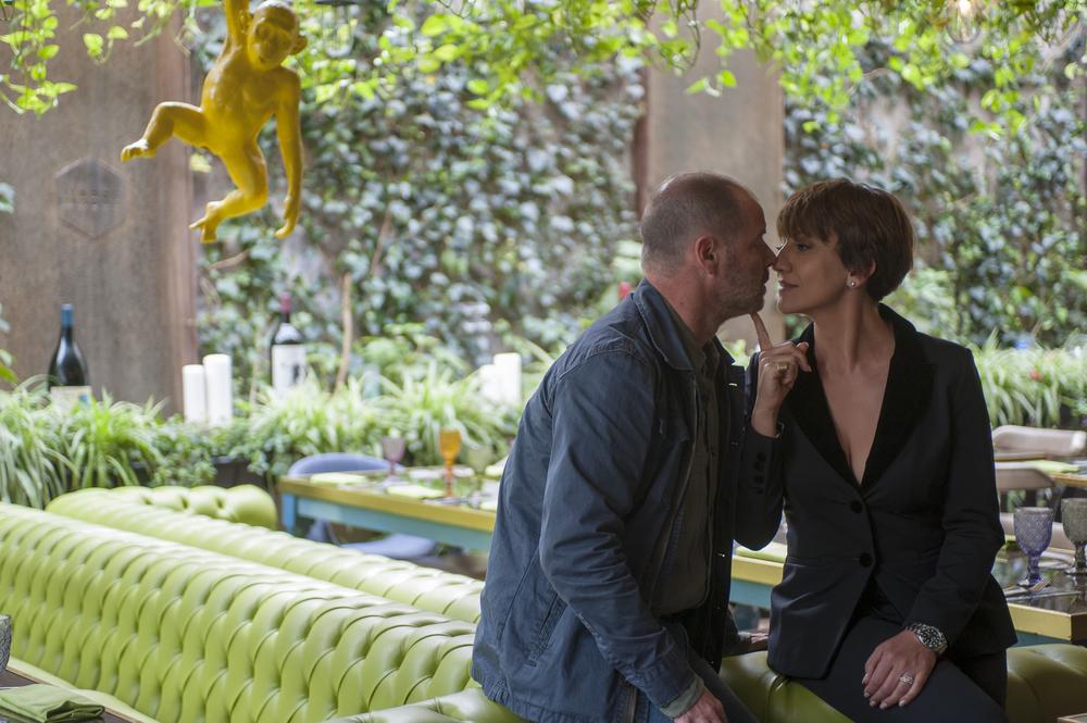 Uno di famiglia: Pietro Sermonti e Lucia Ocone in una scena del film