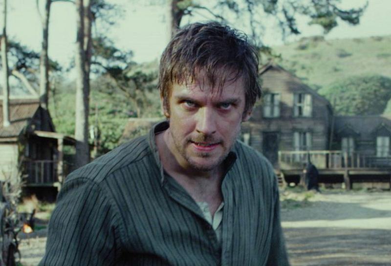 Apostolo: un primo piano di Dan Stevens nel film