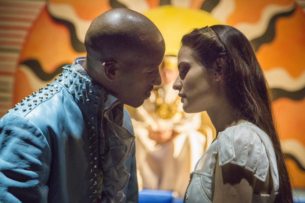 Il Flauto Magico di Piazza Vittorio: Violetta Zironi ed Ernesto Lopez Maturell in una scena del film