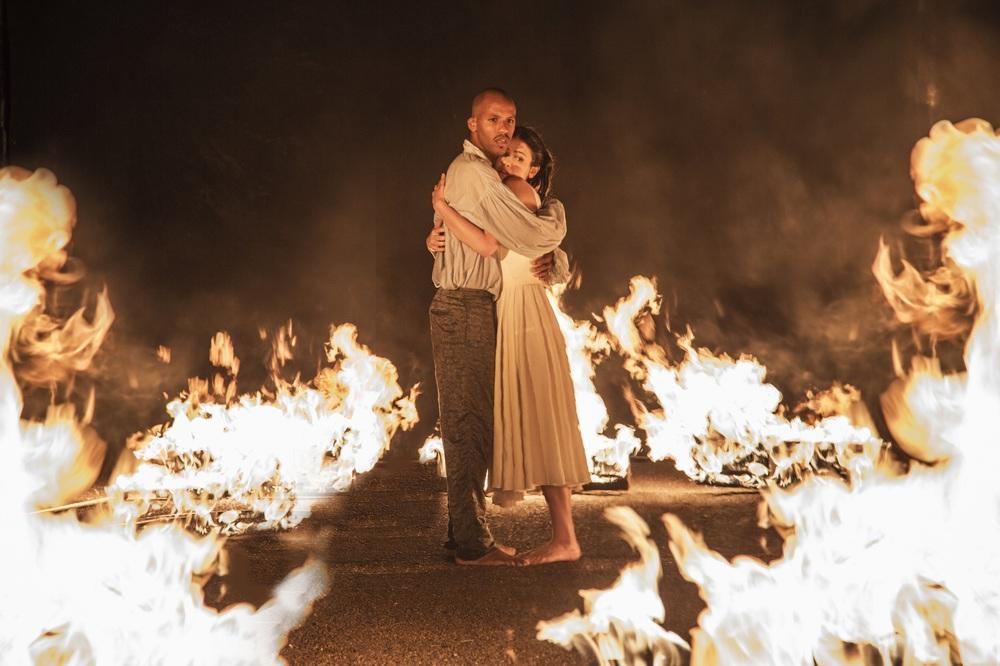 Il Flauto Magico di Piazza Vittorio: Violetta Zironi ed Ernesto Lopez Maturell in un momento del film
