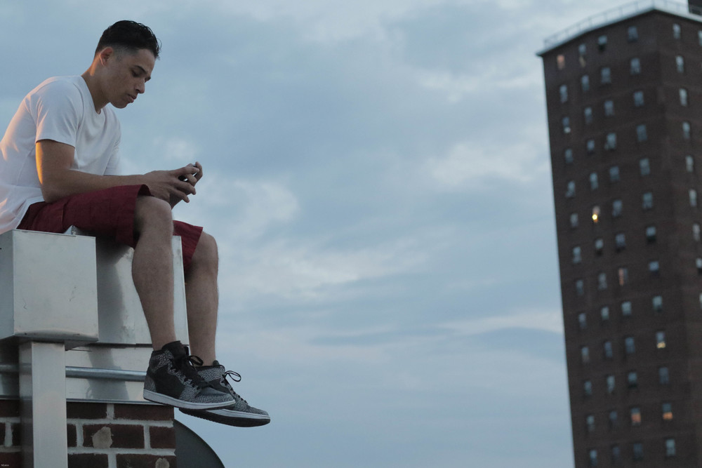 Monsters and Men: Anthony Ramos in un momento del film