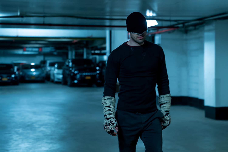 Daredevil: Charlie Cox nell'episodio Un pezzo di carta